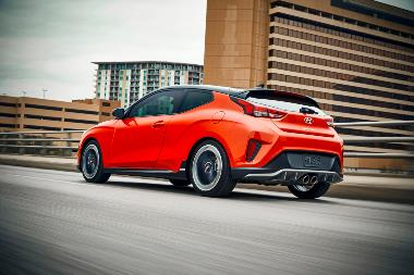 4. 2019 Hyundai Veloster_Rear_left_1