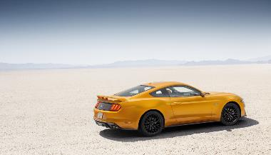 5. 2019 Ford Mustang GT_rear_right